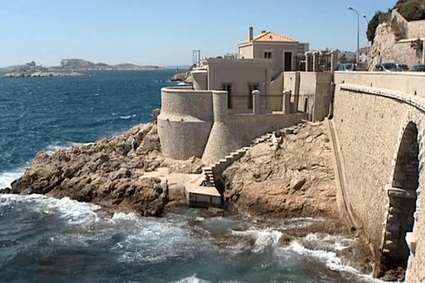 Le marégraphe de Marseille, c'est lui qui nous donne l'altitude zéro.