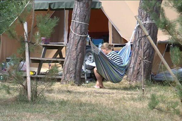 Ce camping propose plusieurs solutions d'hébergement, de l'emplacement de tente au chalet équipé.