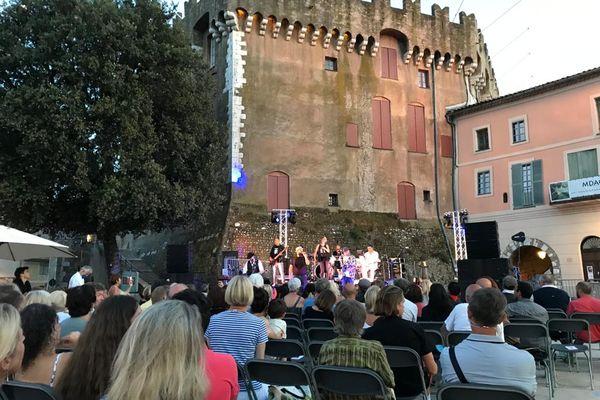 La fête de la musique à Cagnes-sur-Mer ce 21 juin 201 : Sur ce site touristique, la jauge avait été fixée jauge à 300 personnes assises et interdiction de danser.