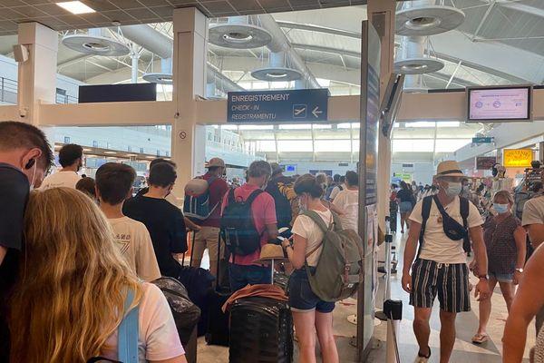Sur l'ensemble du week-end, plus de 150 000 passagers sont attendus dans les ports et aéroports de l'ïle.