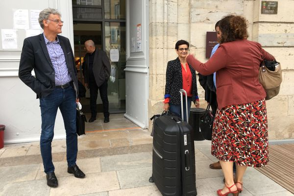 Une première victoire pour les avocats des prévenus dont Alain Blinette, les citations à comparaître sont déclarés nulles.