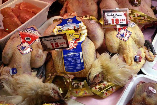 Chapons et poulets de Bresse au moment des fêtes de fin d'année.