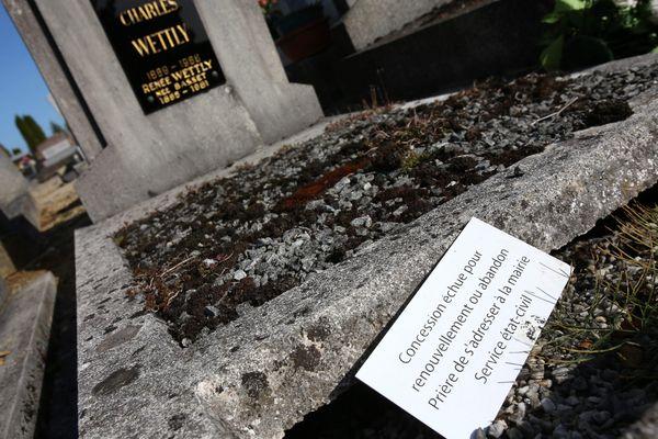 En France, 200 000 tombes seraient abandonnées chaque année.