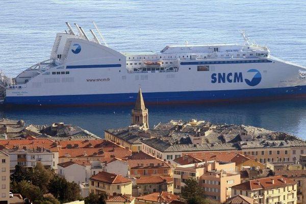 ILLUSTRATION - Le Pascal Paoli dans le port de commerce de Bastia (Haute-Corse)