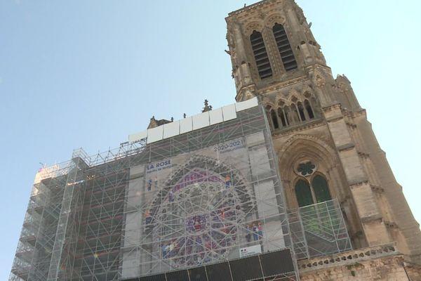 Les travaux de restauration de la rosace de la cathédrale de Soissons dans l'Aisne, endommagée par la tempête Egon en 2017, vont durer que fin 2021.