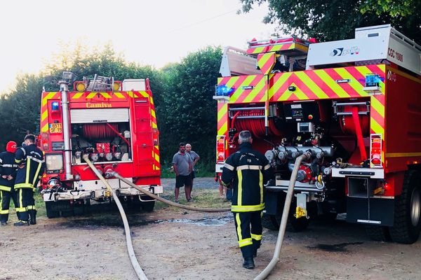 38 pompiers ont été mobilisés pour éteindre cet incendie dans un bâtiment agricole.