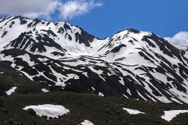 Illustration. Dans les Alpes du Nord, la période de neiges significatives sera raccourcie de 20 à 40 jours d'ici 2100, d'après une projection intermédiaire de Météo France.