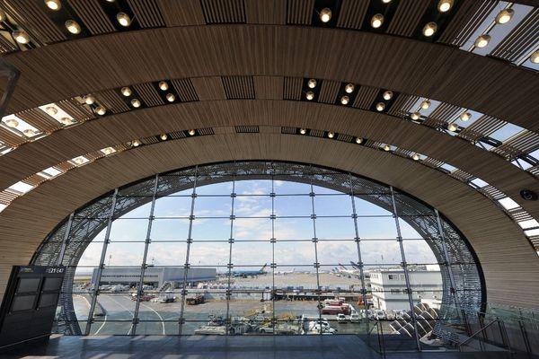 Des manifestants bloquent le Terminal 2E de Roissy.