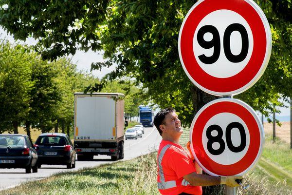 La vitesse maximale autorisée sur certaines routes départementales pourrait revenir à 90 km/h.