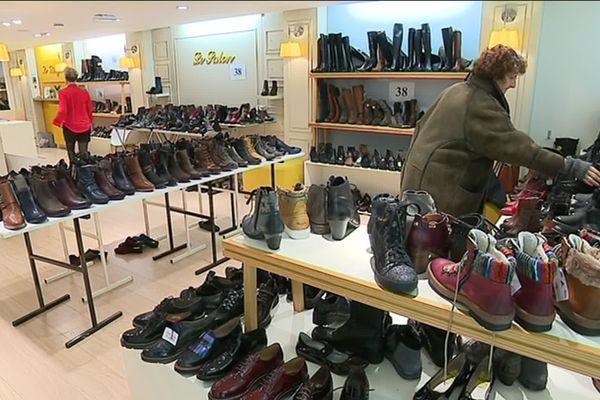 Ce magasin de chaussures à Doullens pourra ouvrir exceptionnellement les dimanches 21 et 28 février, conformément à l'arrêté pris vendredi 19 février par la préfète de la Somme Muriel Nguyen.