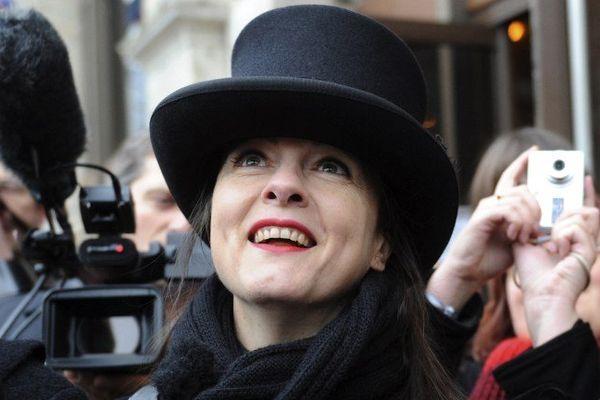"""Amélie Nothomb viendra dédicacer son dernier livre """"Pétronille""""."""