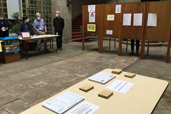 Des bureaux de vote très peu fréquentés ce dimanche comme ici à Saint-Brieuc