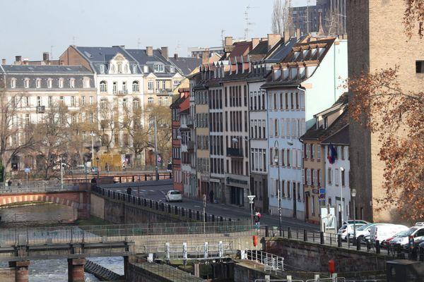 A Strasbourg, ici quai de Turckheim, il faut prendre en compte la dimension patrimoniale des bâtiments lors de la rénovation, en particulier dans l'hyper-centre.