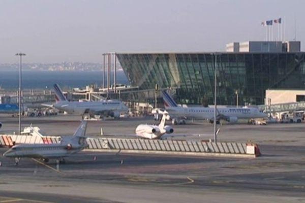 Une opération de sensibilisation sur la fraude douanière a été organisée à l'aéroport de Nice.
