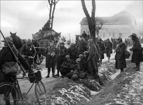 Des soldats français dans les environs de Strasbourg en décembre 1939.