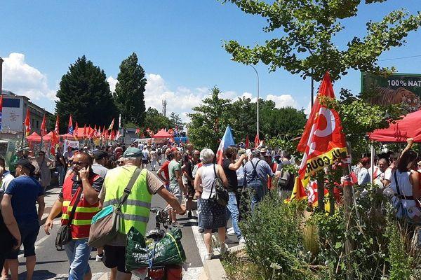 A Gerzat, près de Clermont-Ferrand, un rassemblement devant le site de Luxfer était organisé ce jeudi 25 juin dès 11 heures pour demander la reprise de l'activité.