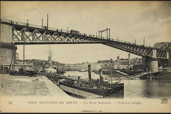 Il y eut de nombreux foyers de la grippe espagnole en Bretagne, notamment à Brest, port de guerre par lequel transitent de nombreux marins et des alliés américains