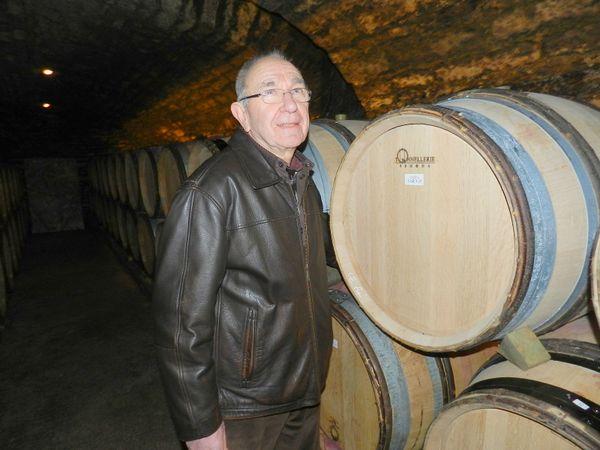 Dans son livre, Fabienne Croze fait étape chez un vigneron, Jean Trapet. Il sera présent lors de la séance de dédicace de l'ouvrage samedi 11 Avril à Beaune.
