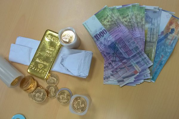 Francs suisses, pièces et lingots d'or saisis en 2015 par les douanes de Montpellier