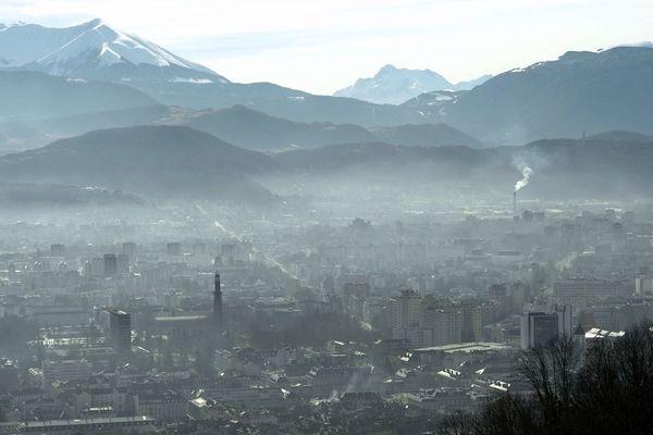 Vue de la ville de Grenoble depuis la Bastille