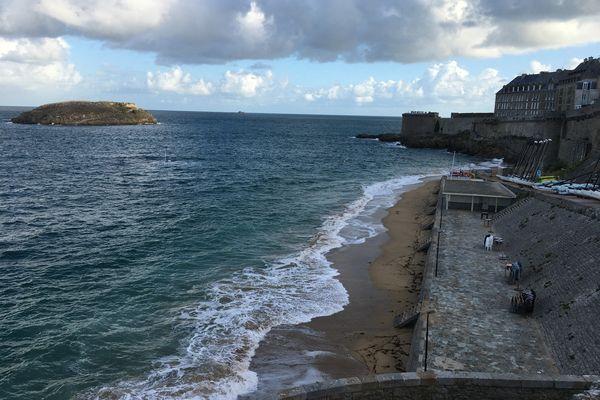 Quatre jours de forts coefficients de marée sont attendus à partir de ce dimanche, la préfecture appelle à une grande prudence sur le littoral.