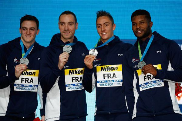 (De gauche à droite) Clément Mignon, Jérémy Stravius, Jordan Pothain et Mehdy Metella ont gagné la médaille d'argent lors des championnats du monde dans la nuit du 6 au 7 décembre 2016, au Canada.