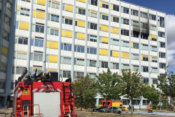 L'ex-centre de tri postal d'Orléans la Source, devenu centre du chèque postal, touché par un incendie