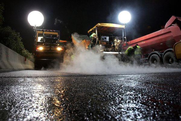 Image d'illustration: un chantier nocturne sur une autoroute
