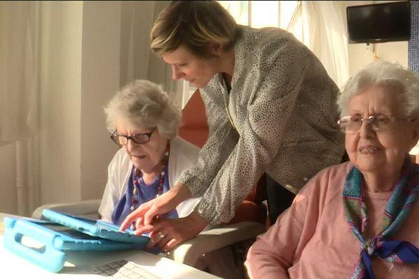 Skype, google.... C'est une initiation sur mesure qui est proposée aux résidents
