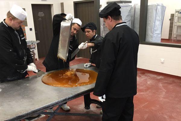 Le sucre de pommes prend forme dans le laboratoire de Notre-Dame-de-Bondeville