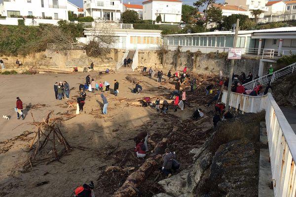 Nettoyage des plages à Royan