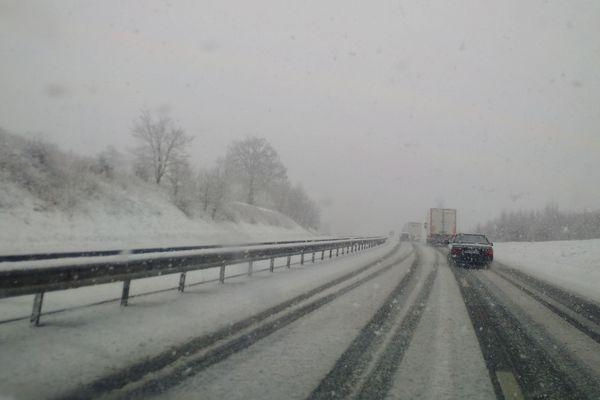 Il neige sur la RN 88 en Aveyron - 4 mars 2017