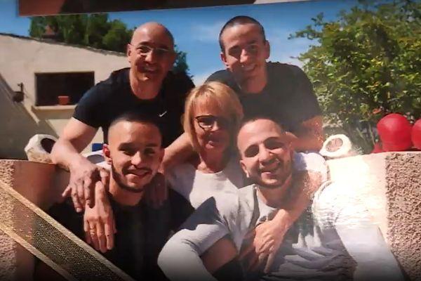Les Da Costa, une famille soudée : les parents et les trois frères : Steven, Logan et Jessie.