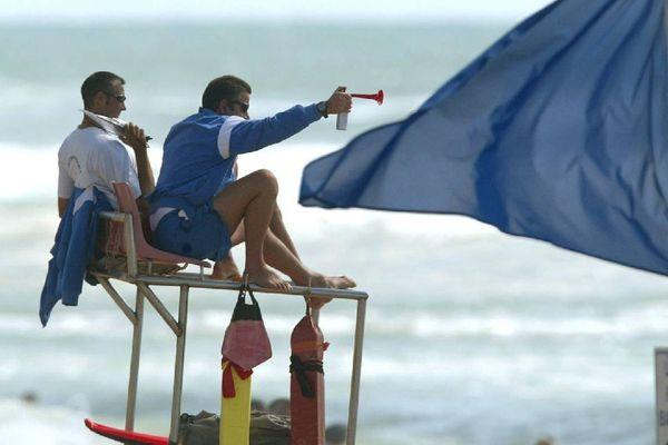 Pour se baigner en toute sécurité, il est préférable de se rendre sur une plage surveillée