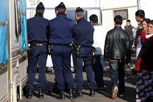 Le camp de roms du bas Chantenay à Nantes lors de l'évacuation par un important dispositif de police.