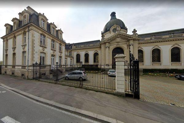 L'hôpital psychiatrique, Guillaume Regnier à Rennes compte plusieurs patients et salariés contaminés par la Covid-19.