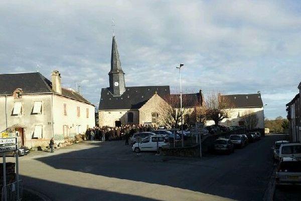 Environ 300 personnes étaient présente samedi matin à l'église de Saint-Hilaire-la-Treille (87)