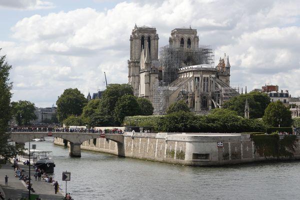 La mairie de Paris a appelé les riverains habitant autour de Notre-Dame a faire une plombémie.