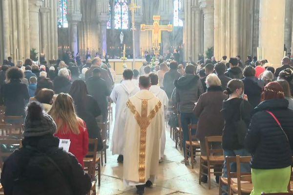 La messe de Pâques, à la collégiale Notre-Dame de Mantes-la-Jolie, ce dimanche 4 avril.