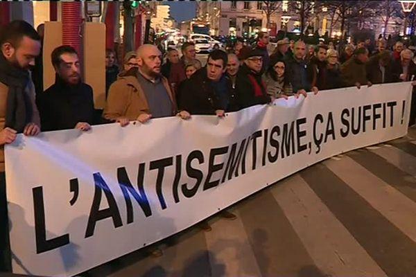 Manifestation contre l'antisémitisme place Bellecour à Lyon