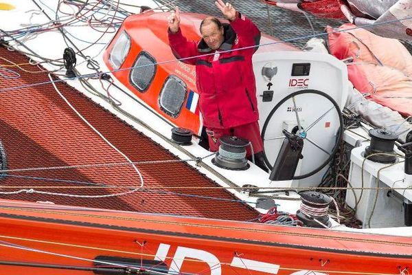 Francis Joyon bat le record de l'Atlantique Nord à bord de son trimaran rouge IDEC (16 juin 2013)