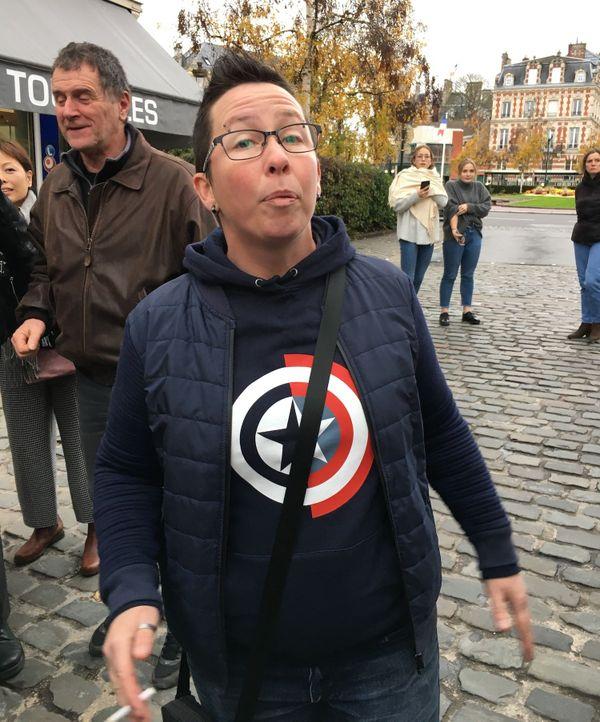 Aurélia, gilet jaune, est venue dire son mécontentement à l'arrivée d'Emmanuel Macron à Epernay ce jeudi 14 novembre
