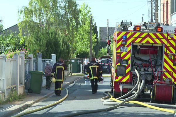 L'incendie, qui s'est déclaré rue du Gros Raisin à Orléans, a été maîtrisé dans la matinée.