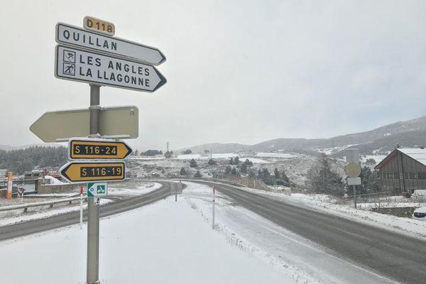 Arrivée par l'ouest des Pyrénées depuis samedi, la neige étend son manteau blanc aux départements du sud de l'Occitanie comme les Pyrénées-Orientales et la Lozère.