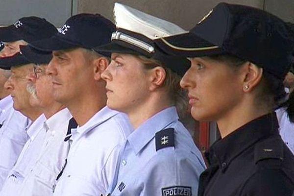 Agde (Hérault) - une policière espagnole et une policière allemande en renfort au commissariat - juillet 2015.