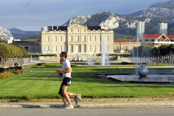 Le château Borely est un musée, une de ses dépendances est le logement du directeur des services de Marseille.
