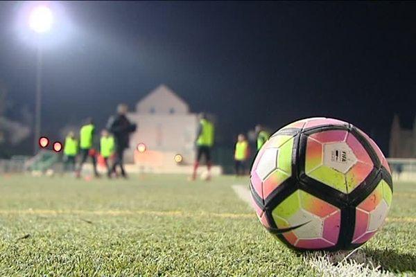 Les joueurs du Blois Foot 41 s'entraînent avant de rencontrer les joueurs du FC Nantes