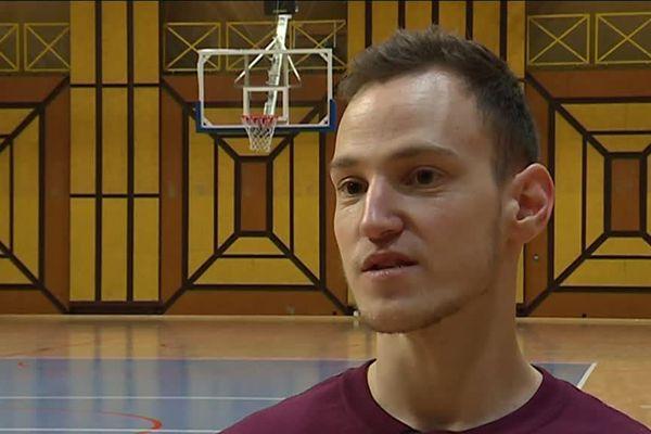 Alexis Ramonet a commencé le handi basket à l'âge de 7 ans.