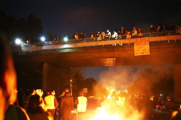 dimanche 18/11/2018 Péage de Virsac A10 Autoroute Bordeaux Paris :  Blocage des Gilets Jaunes vers 19 Heures