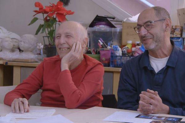 Pendant un atelier d'écriture : loin des idées reçues, le centre de soins palliatifs La Maison est un lieu vivant, un lieu militant à la philosophie et à l'engagement hors du commun.